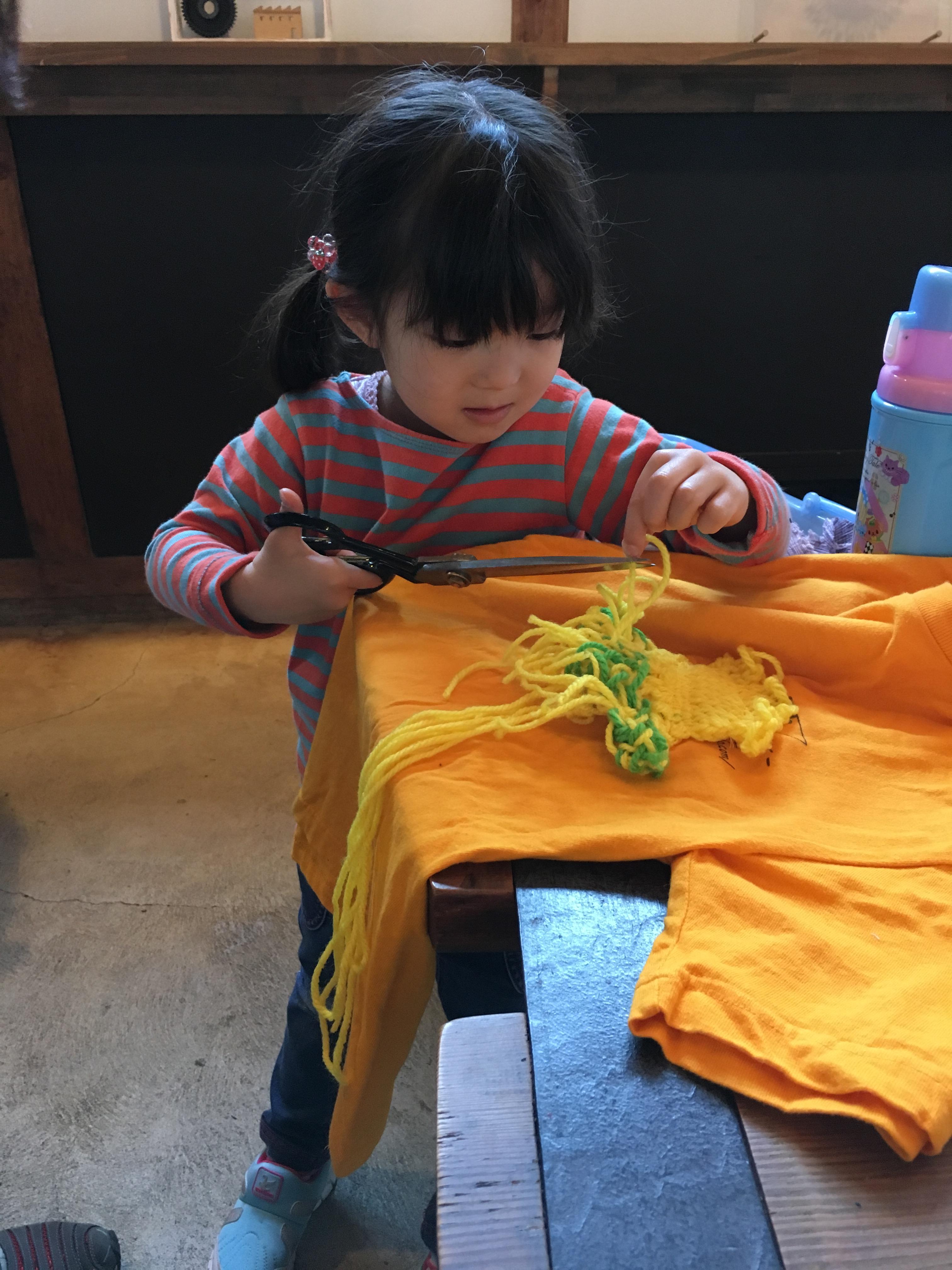 2016年4月に開催した滋賀の「ファブリカ村」でのイベントでは、「親子で服のリメイク」と題し、親子の参加者が持参した服を共にリメイクした。