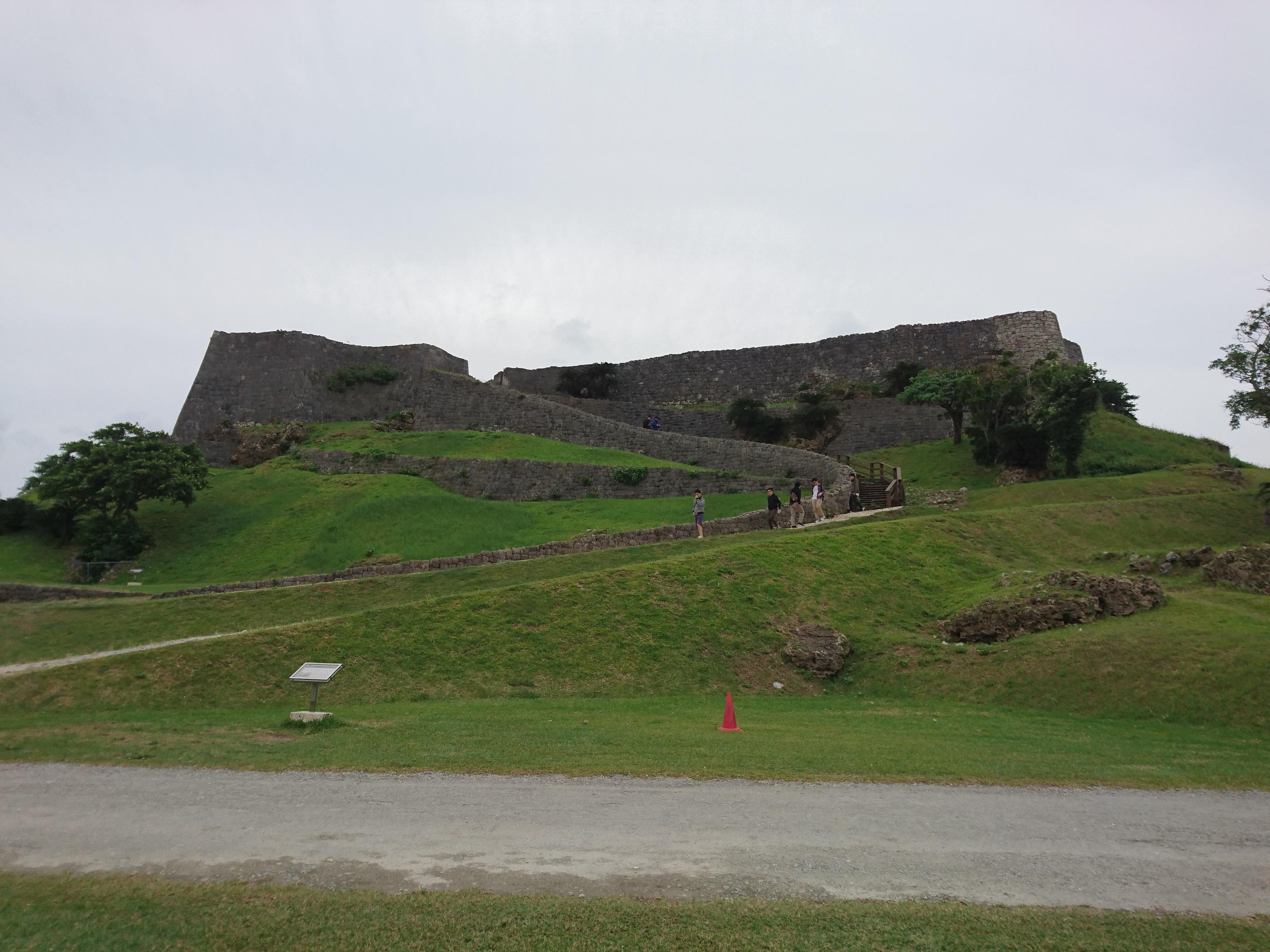 阿麻和利の居城、「世界遺産 勝連城跡」。