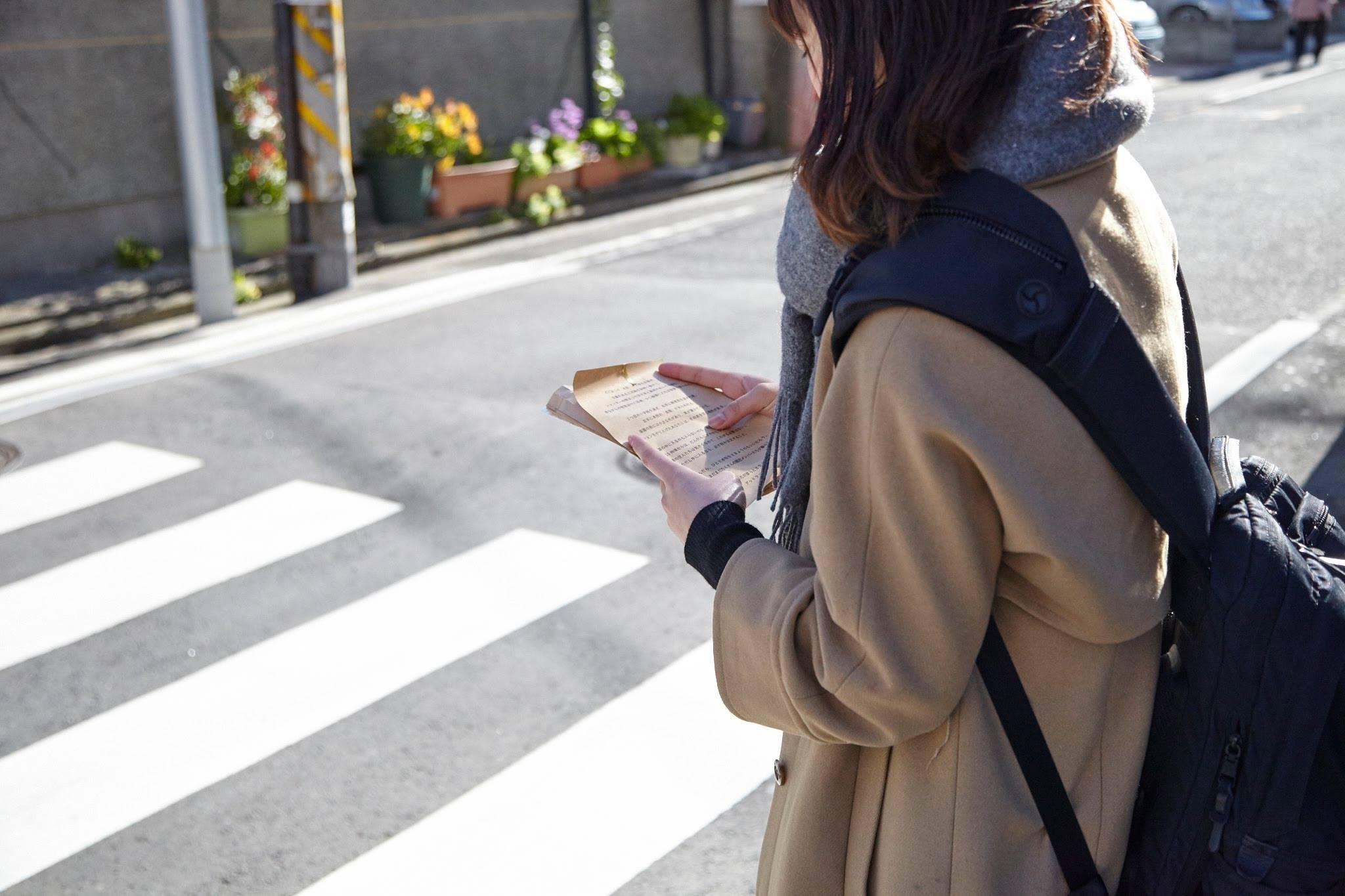 指示書に従い本牧の町を歩き回ります。 Photo:菅原康太