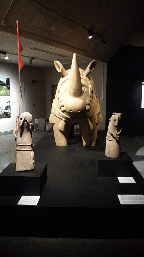 川埜龍三《犀の角がも少し長ければ歴史は変わっていただろう》の犀型埴輪。