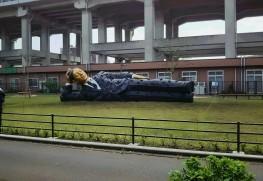 さいたま市を象徴する作品。アイガルス・ビクシェ《さいたまビジネスマン》