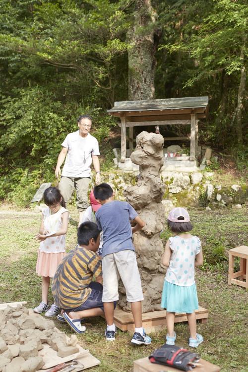 武田俊彦さんの回では、300㎏の粘土を使い、里山にある不思議な木「くとぬのき」をつくるという内容に。
