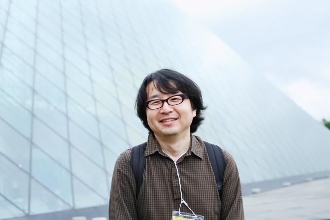 ガラスのピラミッド内の展示は全部見落としたくせに、その前で記念撮影はする筆者