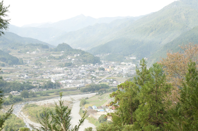 大粟山山頂から見渡した神山町。