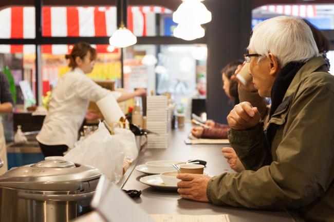 商店街のなかほどに出現した映画、カフェ、書店の複合施設・出町座。地元のひとたちにも親しまれている