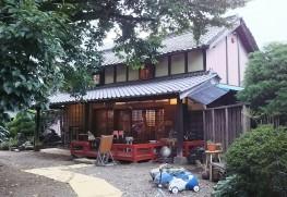 青山茶舗裏の日本茶喫茶・ギャラリー楽風