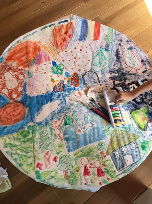 ミカンセイ教室 ちゃぶ台キャンバス:ちゃぶ台をキャンバスに見立て、様々な画材を試して描いてみる