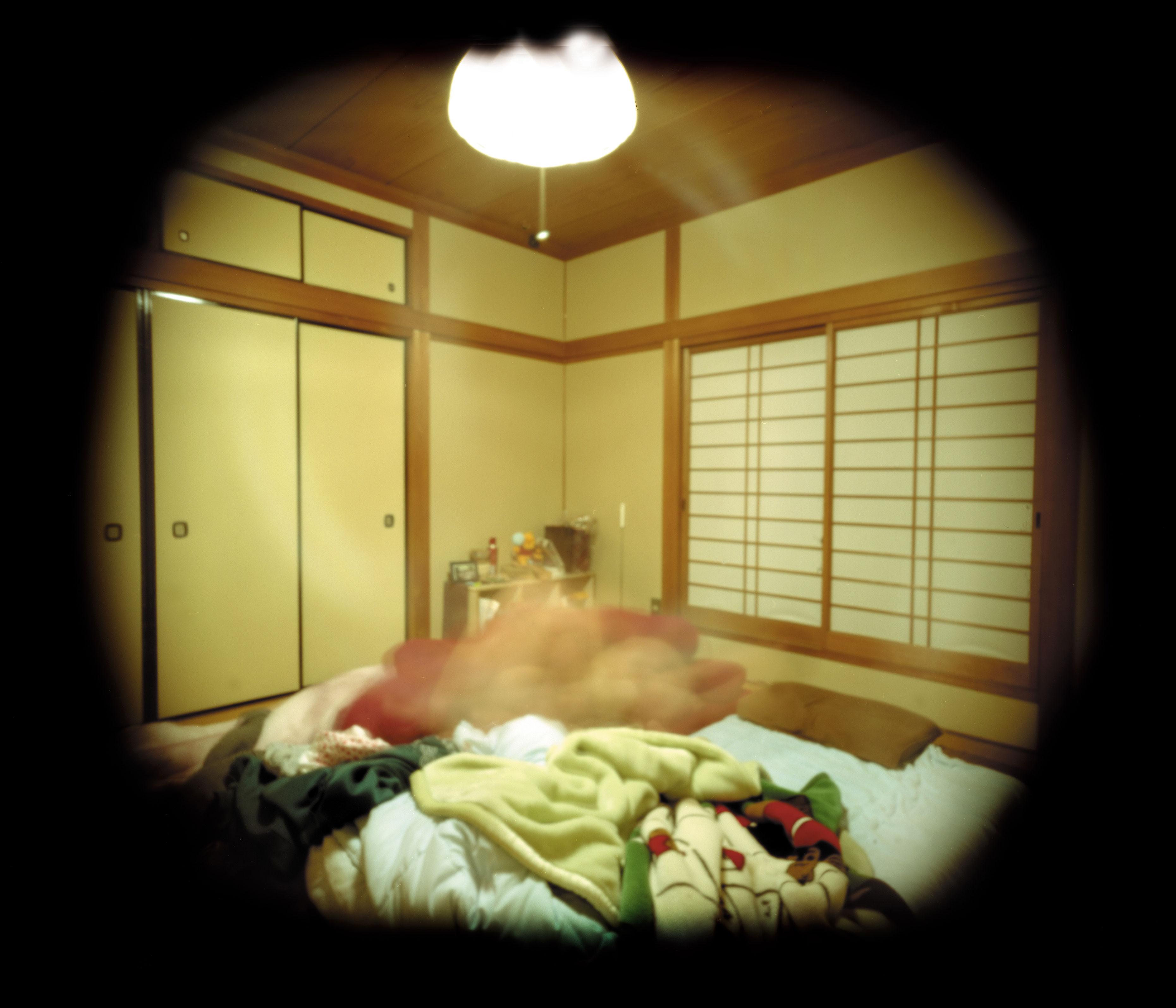 ピンホールカメラの長時間露光で、男女の行為を撮影した〈P*in hole〉シリーズ。《OSAKA / 08:24》(上)、《KYOTO / 13:30》(下)