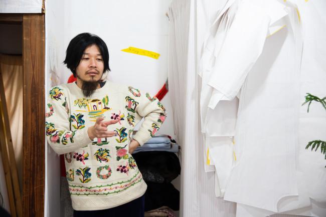 1986 年生まれ。2011 年にエスモード東京校を卒業し、2014年に自身のブランド「osakentaro」をスタート