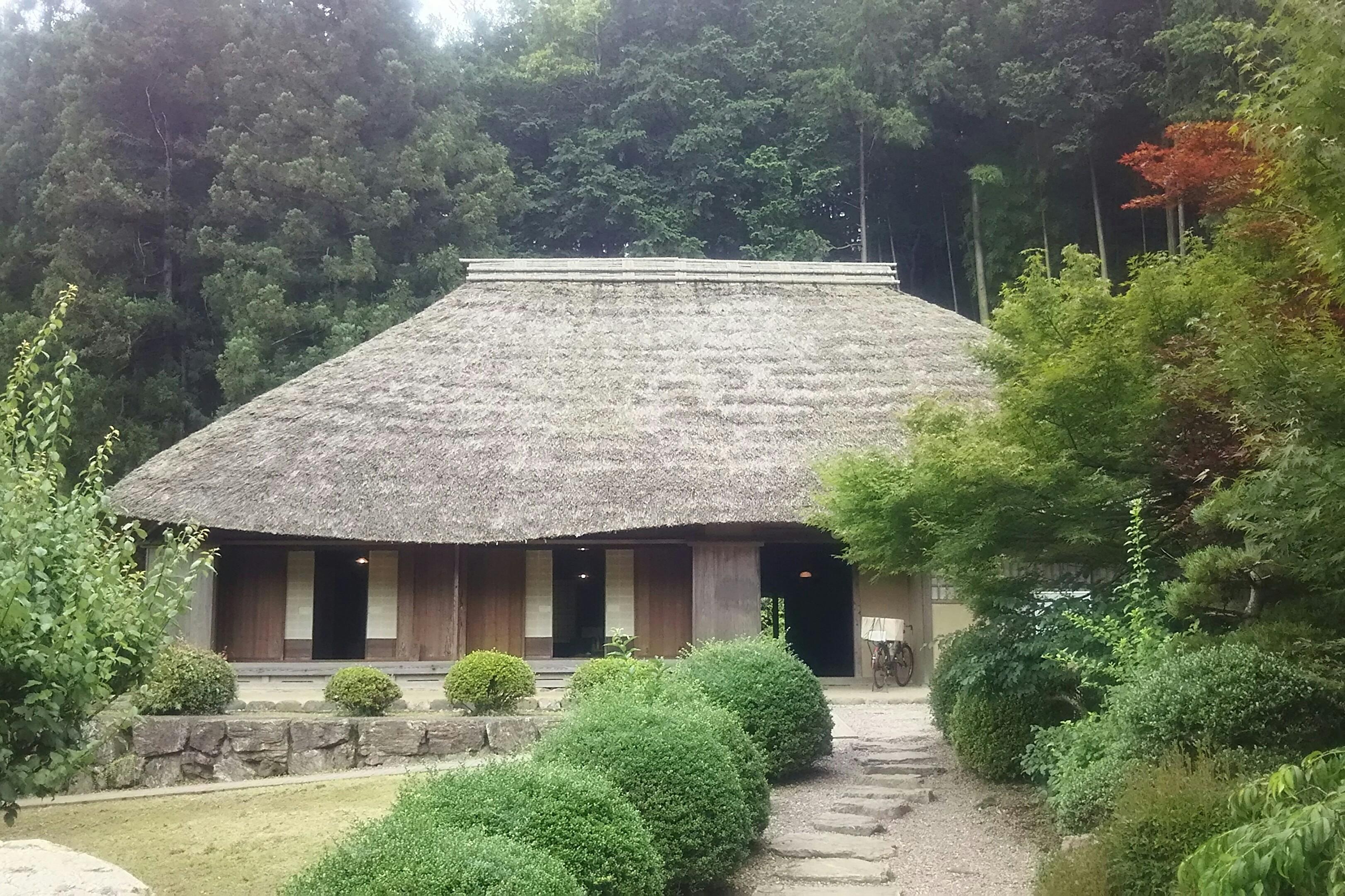 江戸末期の建物を移築復元した「細川紙紙漉家屋」(東秩父村「和紙の里」)