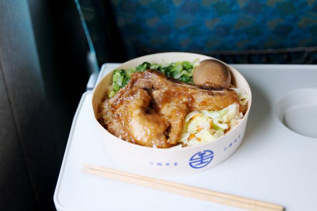 台北から台南まで、台湾高速鉄路で約1時間40分。シンプルな台鉄弁当は台湾鉄道旅のお楽しみのひとつ