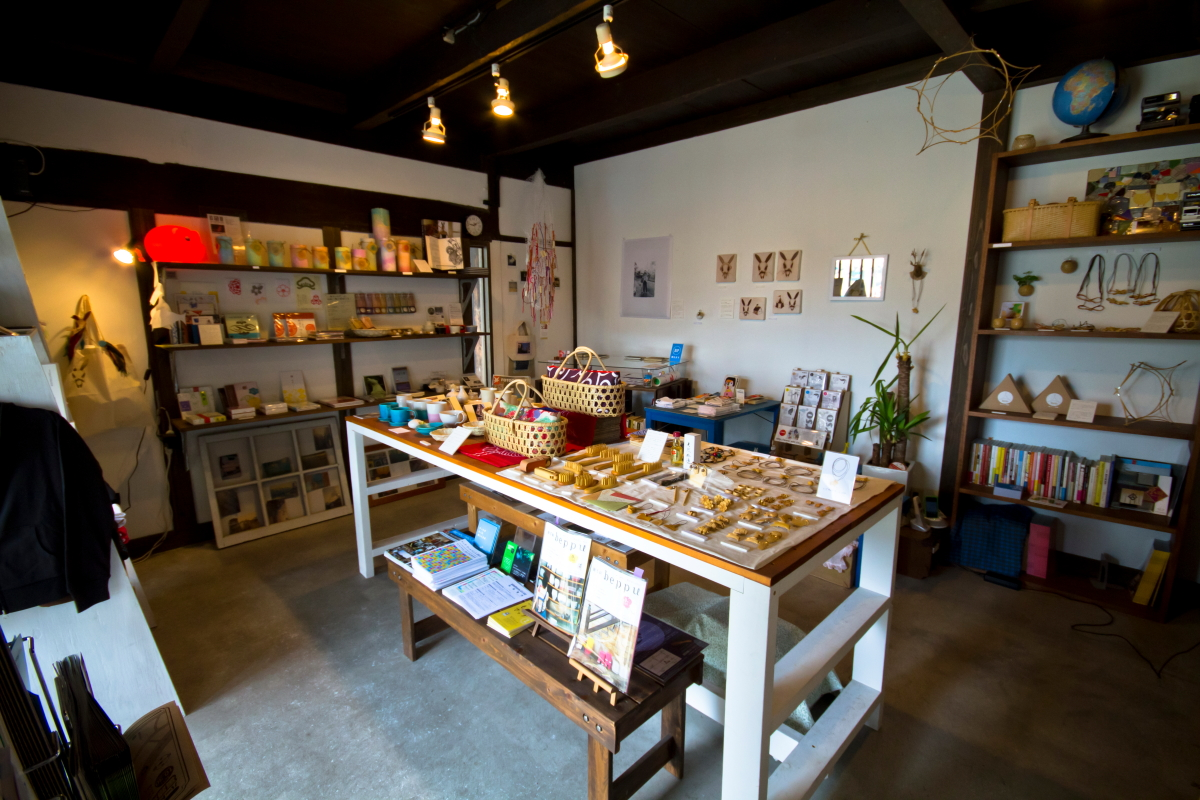 地元の作家が制作した商品が並ぶ「SELECT BEPPU」の店内(BEPPU PROJECT提供)