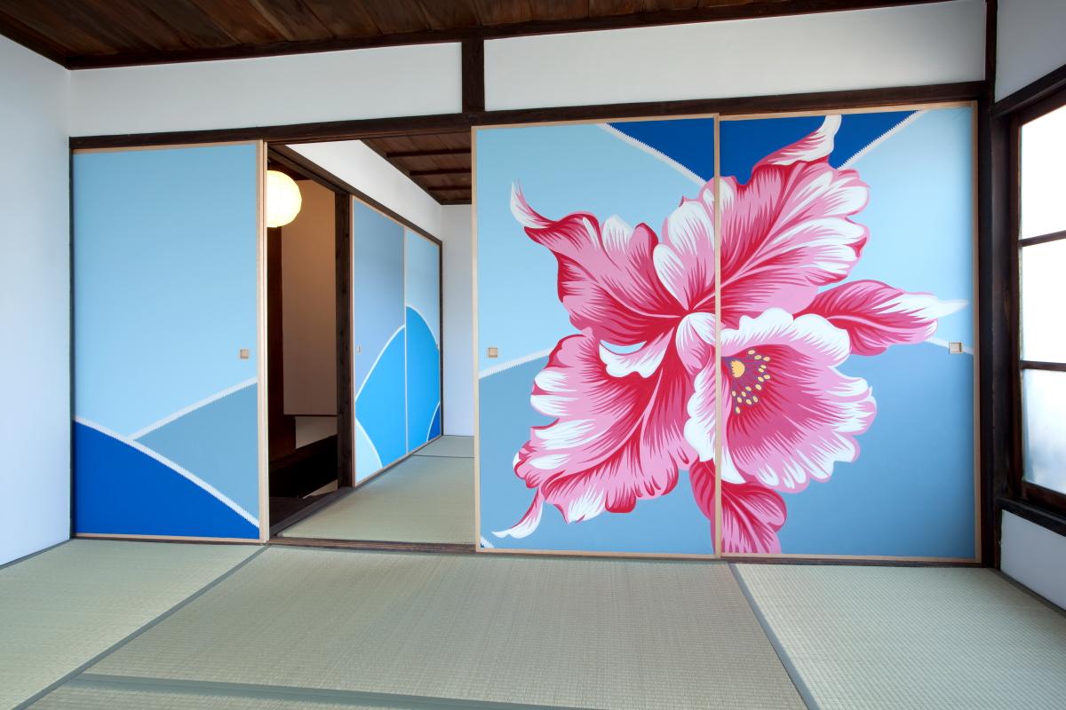 店舗の2階ではマイケル・リン氏が描いた襖絵が鑑賞できる(BEPPU PROJECT提供)