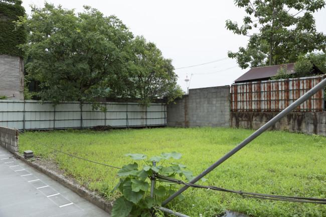 E9は鴨川に面し、東九条エリアのなかでも東の、京都駅に近い場所に位置する。京都市立芸大の移転予定地である崇仁地区はこのまま北に数分歩いたところ