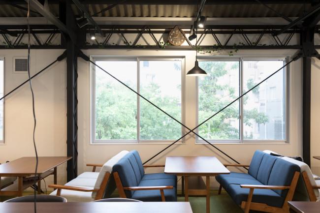 E9の2階はLa Himawariが運営するコラボレーションオフィス「Collabo Office E9 」が入居。E9のオープンに先立つ記者発表後、E9の運営母体であるアーツシード京都に2階部分の使用を打診してこられた。現在、コラボオフィスとしては京都で最も会員が多く、積極的な活動を展開している