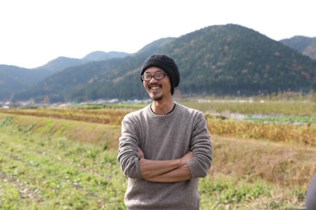 高田潤一朗さん。大原ふれあい朝市の前の畑で