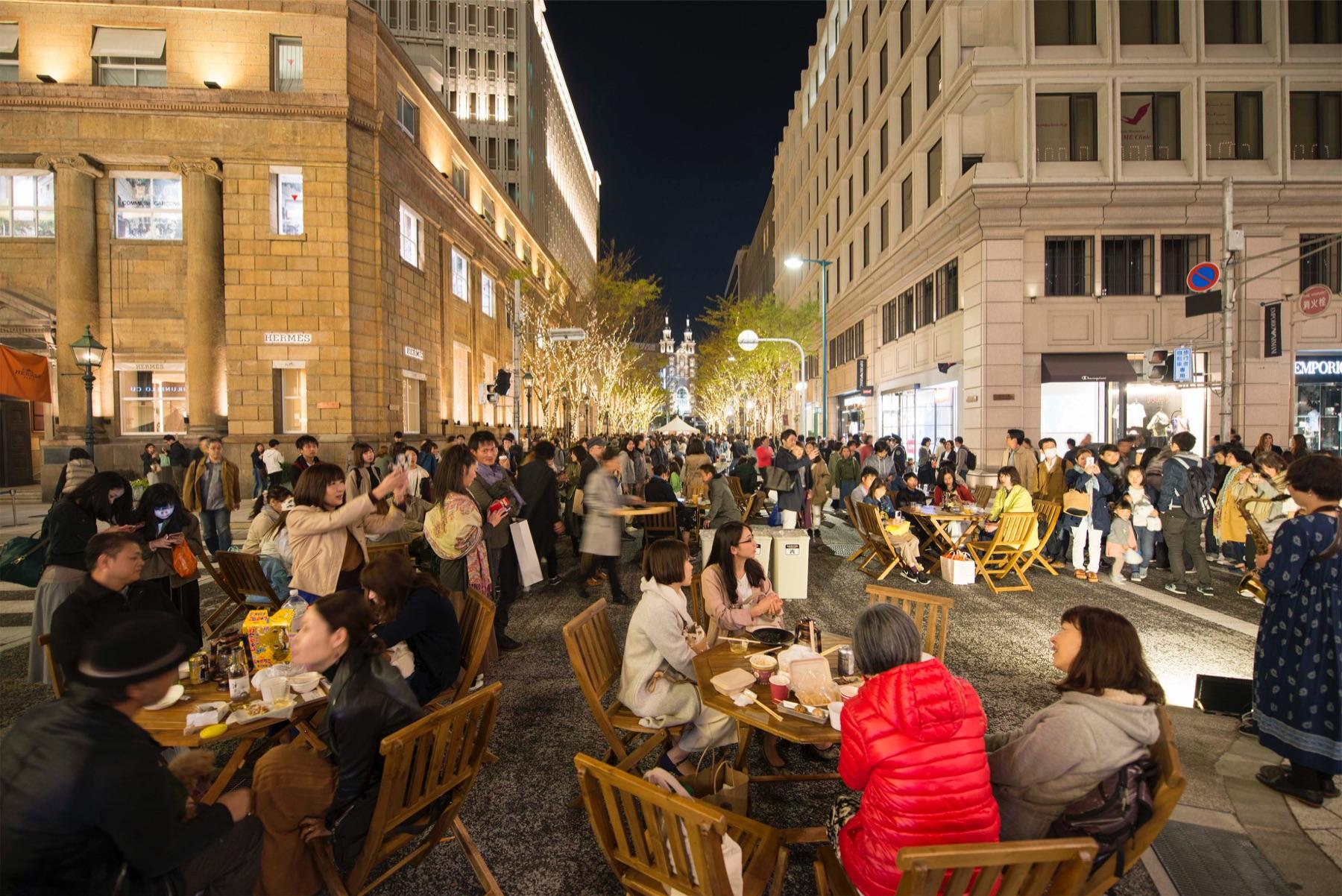 2018年12月に神戸の旧居留地で開催したナイトマーケット。趣ある建物に囲まれた道が歩行者天国になり、多くの人でにぎわった