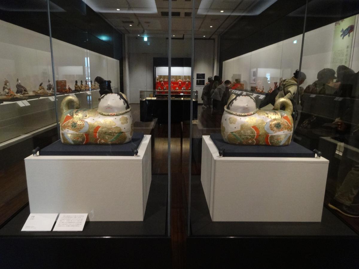 「さいたま市岩槻人形博物館」に展示中の西澤笛畝コレクション《犬筥》