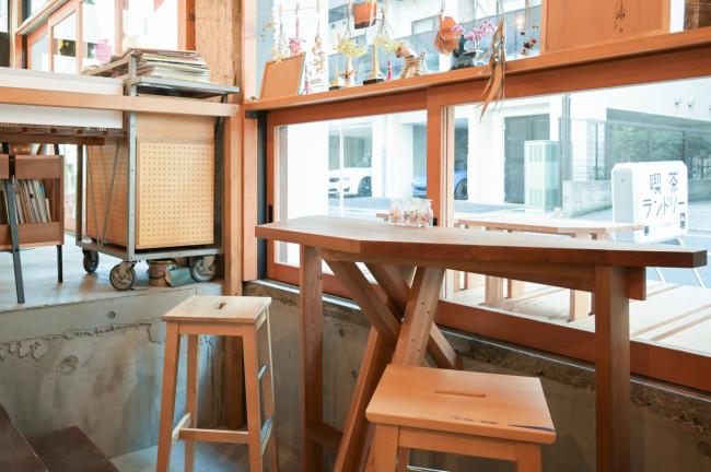 喫茶ランドリーの1階は、外と中を行ったりできるようになっている。オープンしてから、○○大学の研究室(?)が自主的に手がけてくれた