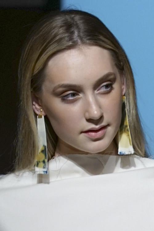 Eco Fashion Week Australia 2018では、衣服に爪を備えたコレクションThe Claws of Clothesを発表。上は衣服、下はイヤリングの作品