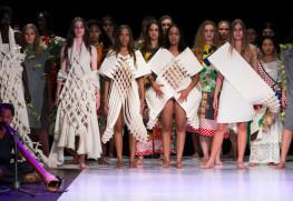 オーストラリアのファッションショー、Eco Fashion Week Australia 2017で田中さんが発表したコレクションBEHIND USELESS SHAPE