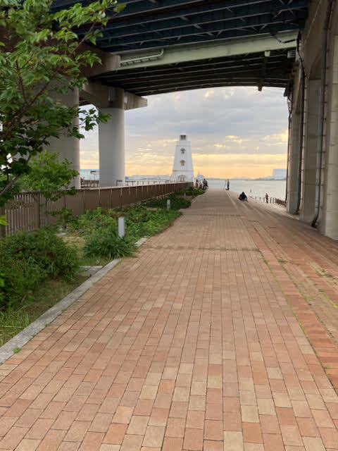 堺旧港の遊歩道の突き当たりに見えてくる旧堺燈台