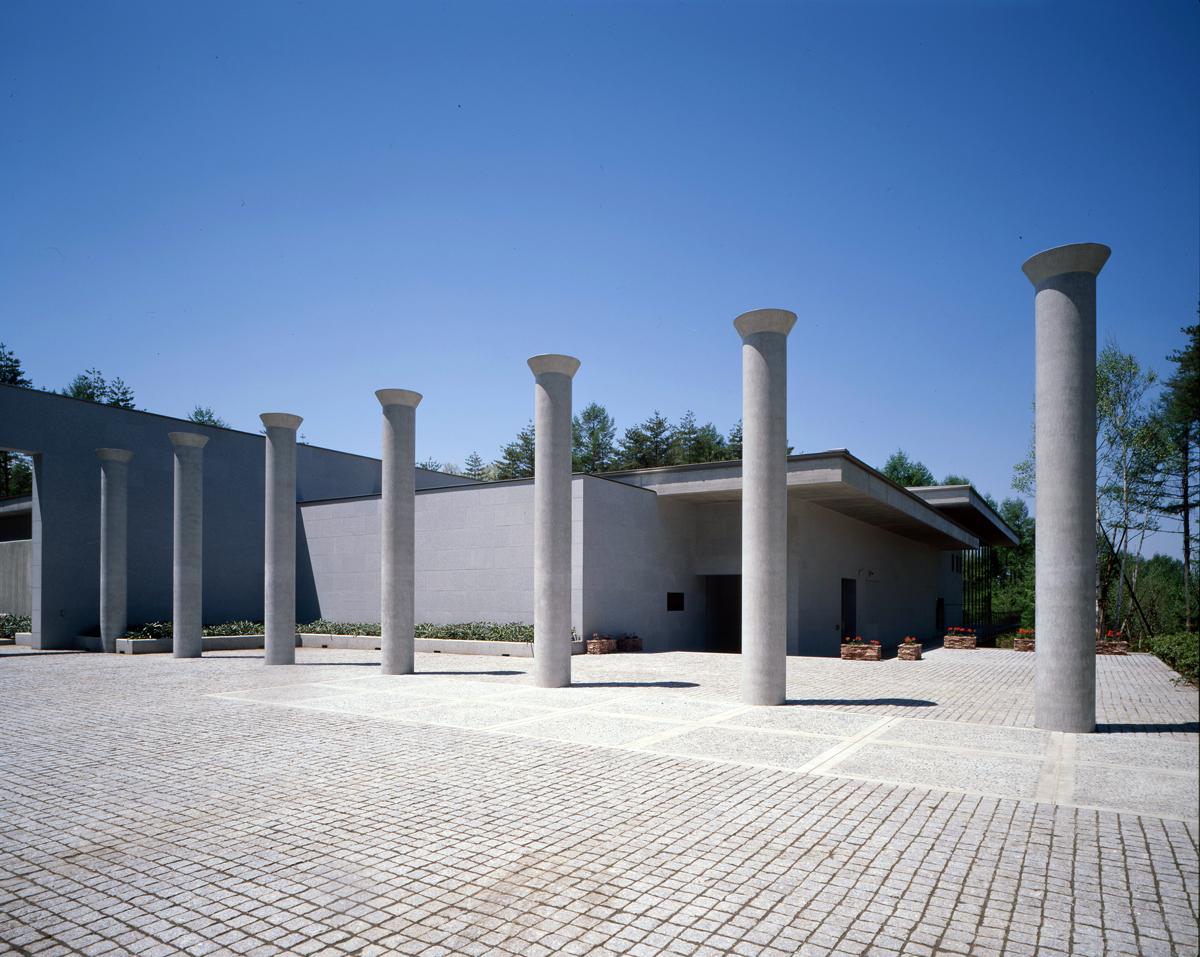 6000坪もの森のなかに佇む 写真提供:康耀堂美術館