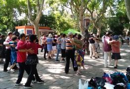 魯迅公園にて、社交ダンス初心者クラスの様子