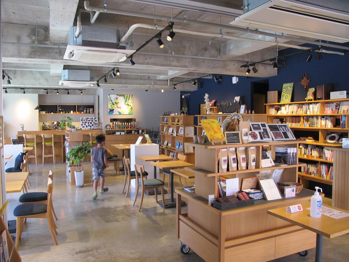 1階のブックカフェ