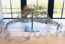 メタルラスを使用した作品「天空の華」