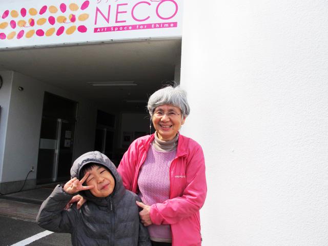 鈴木美恵子さん(右)