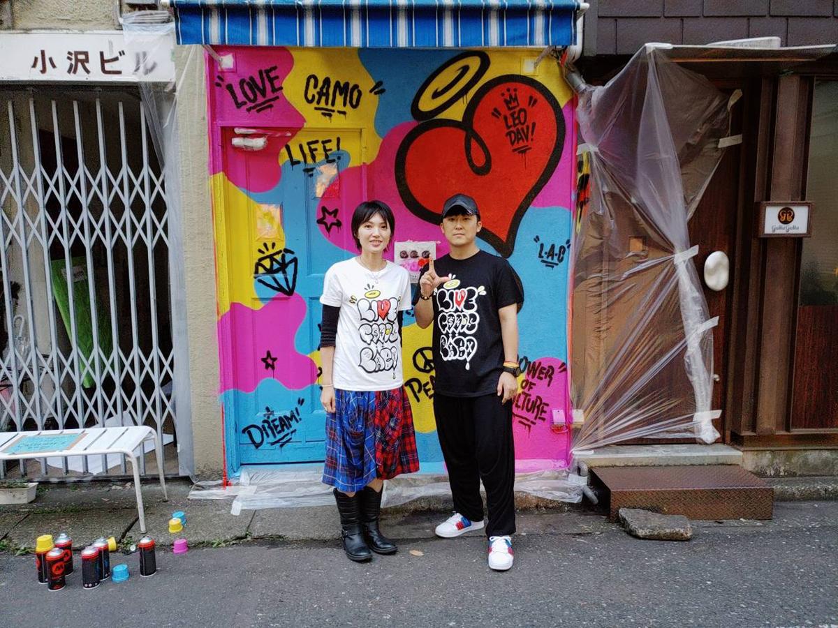会期中には、会場にあった壁を使ったライブペインティングも実施。プロジェクトのロゴを描いたグラフィティアーティストのLEODAV(*)氏を韓国から呼び寄せた。(2018.10/LIVE GOODS LABO_exihibition~LIVE GOODS LOVE~vol.1&オープニングイベントとして韓国のグラフィティアーティストLEODAV氏によるライブペイント開催at東京/新宿アートBar星男) *LEODAV…韓国を中心として多方面で活躍するグラフィティアーティスト。K-POPのアートワークにも数多く参加 https://www.instagram.com/leodav/ Instagram@leodav
