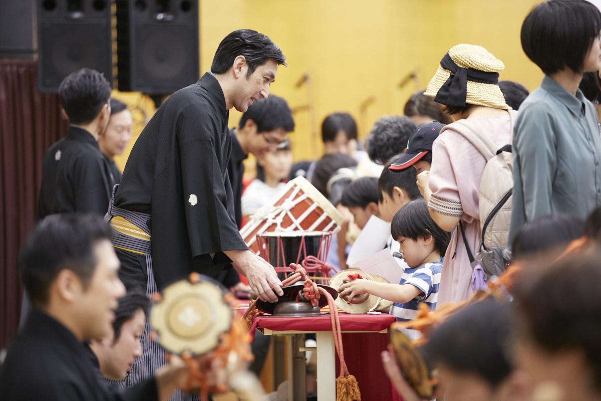 コンサートの前には過去の授賞者で日本音楽研究をされている茂手木潔子さんに楽器を提供してもらい、和楽器のワークショップもおこなった(2019年『CAC』於:明治神宮参集殿)