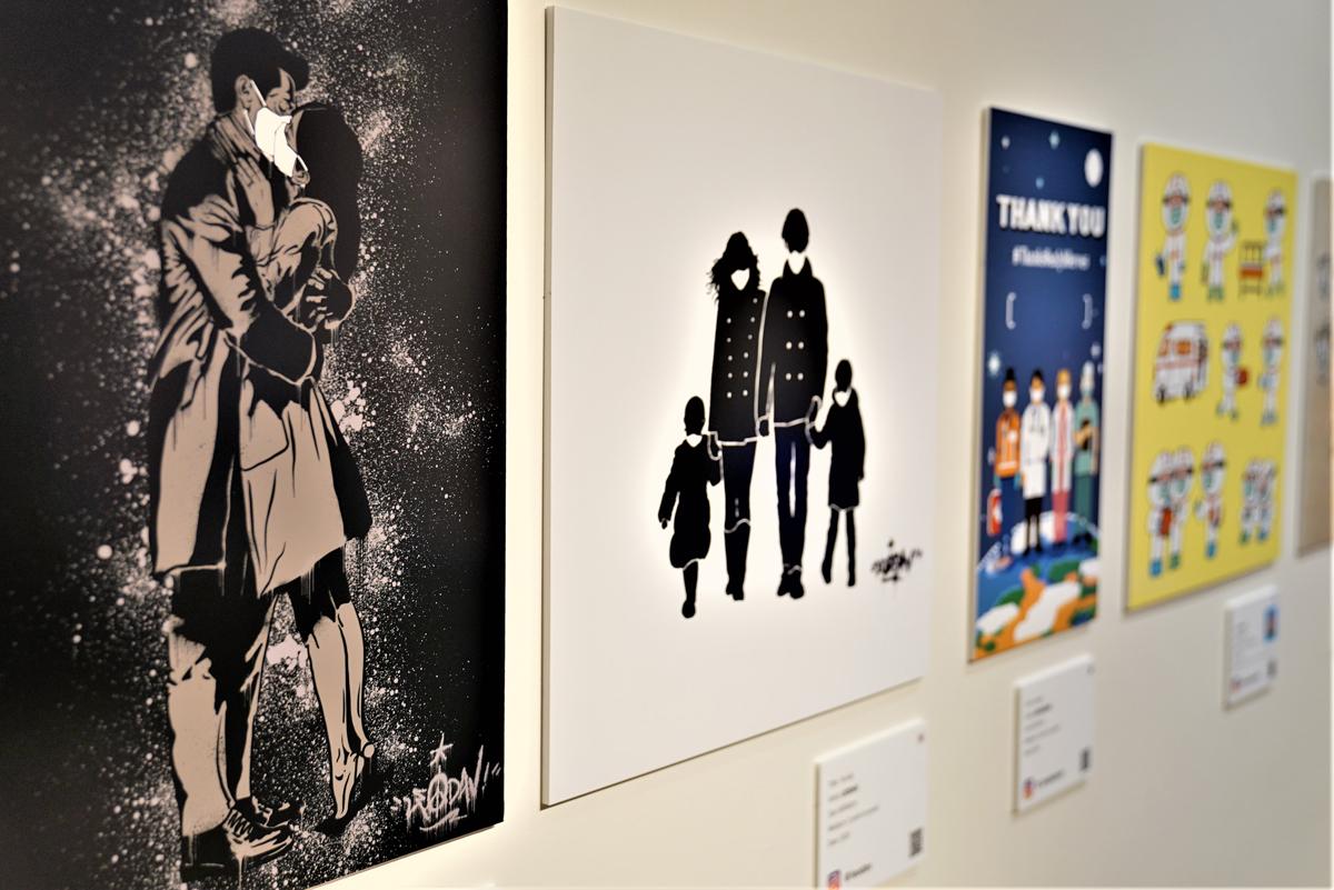 東京で開催された際のようす。マスクアートでは韓国で活躍中の作家が参加。K-POPのアートワークに関わっている作家も多くバラエティーに富んだ作品が並ぶ。また日本人でK-POPのアーティストとしても活動するKENTA氏がゲスト作家として参加。「こんな時期でなければこれだけの作家の作品を一度に紹介することができなかった」と山本さん